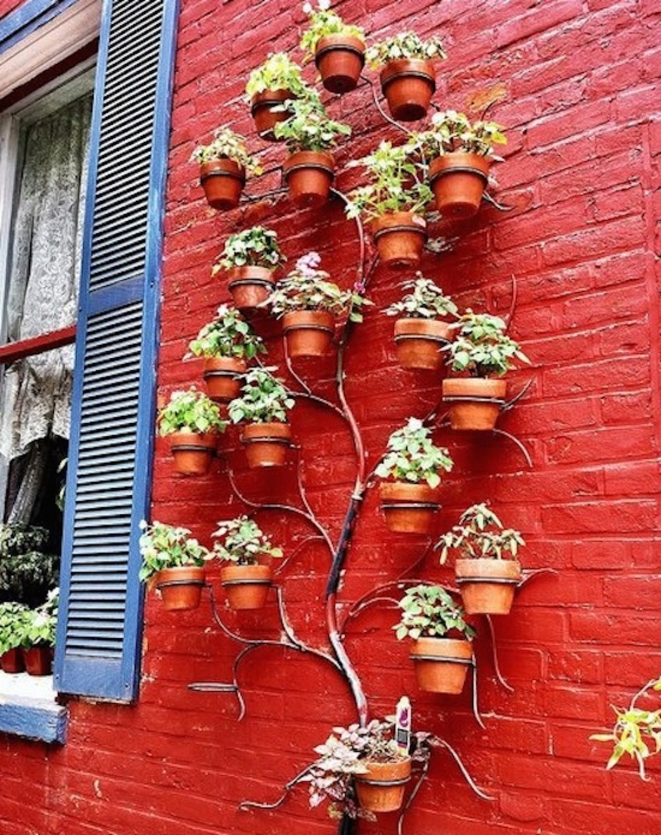 6 verdant and wonderful ideas for vertical gardens - Planters for small spaces ...