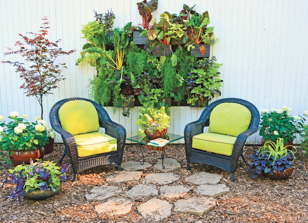 Plant a vertical garden how to grow your own living wall for Living walls vertical gardens