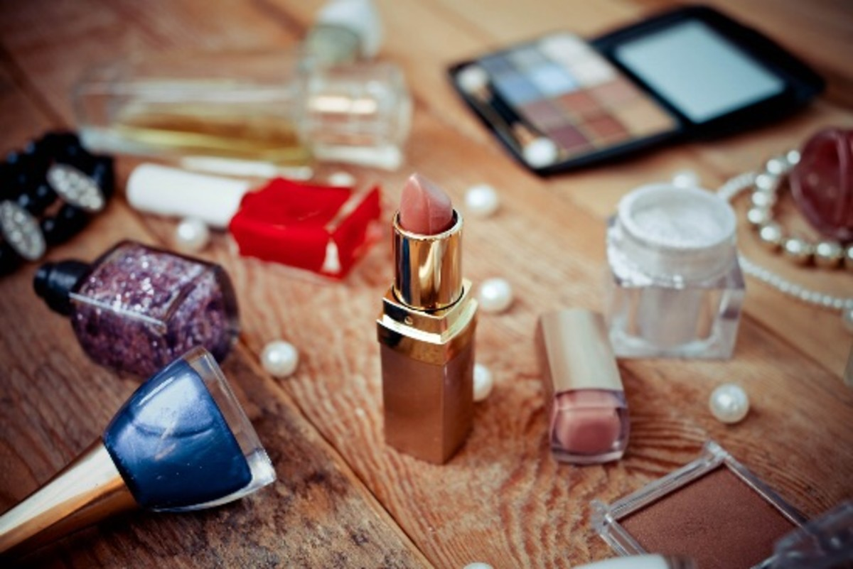 7 Spring Cleaning Tips for That Messy Makeup Bag of Yours