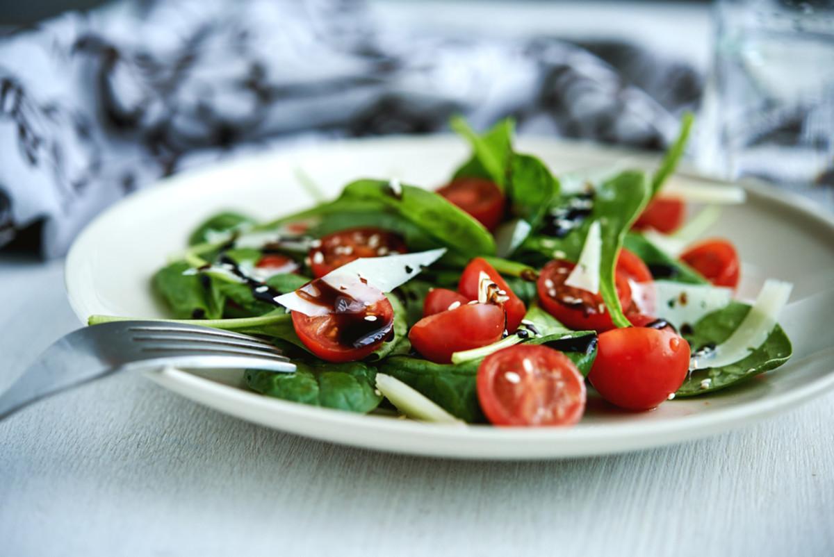 tomato and spinach salad recipe