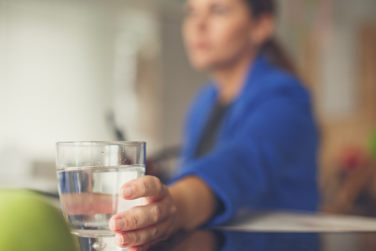 These are the 3 Times a Day to Avoid Drinking Water