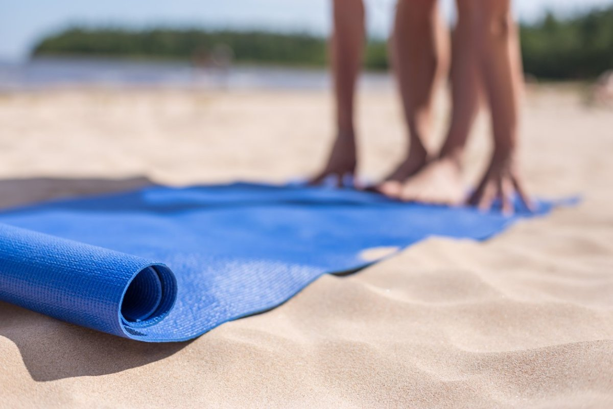 9 Tips for the Ideal Beach Yoga Session (#8 is Key!)