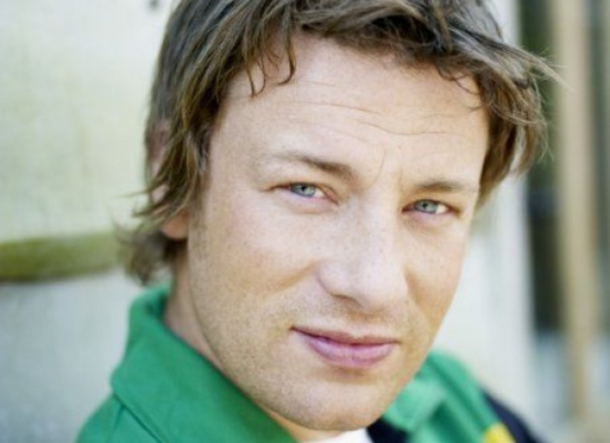 Jamie Oliver will propose 3 weeks of menu options for LA schools