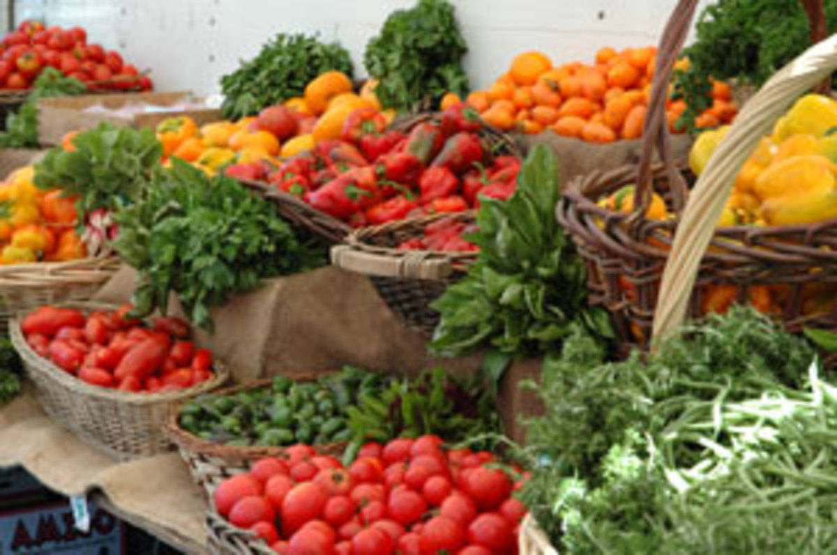 Organic fruits and vegetables at the farmers market