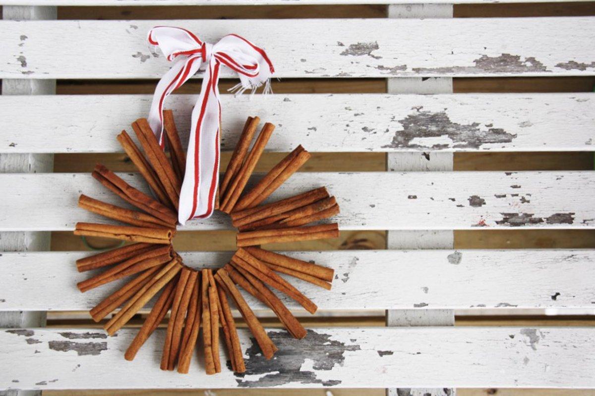 Homemade Christmas Cinnamon Ornaments (In 5 Steps)