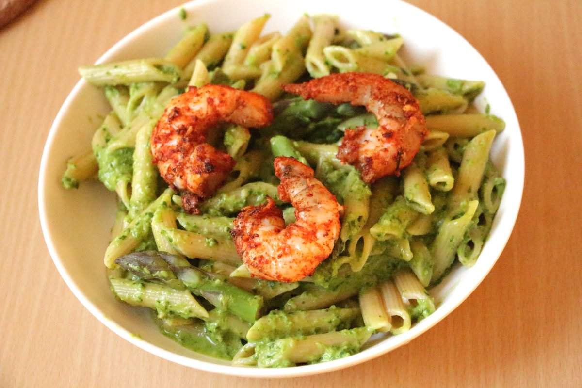 asparagus pesto pasta with cajun spiced shrimp