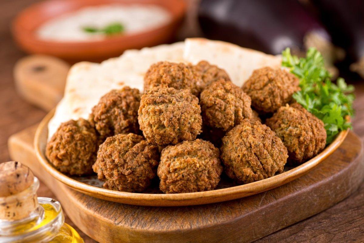 vegetarian chickpea recipes - falafel