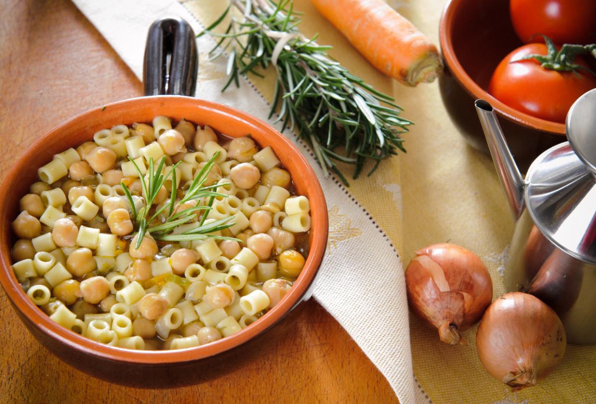 vegetarian chickpea recipes - pasta e ceci