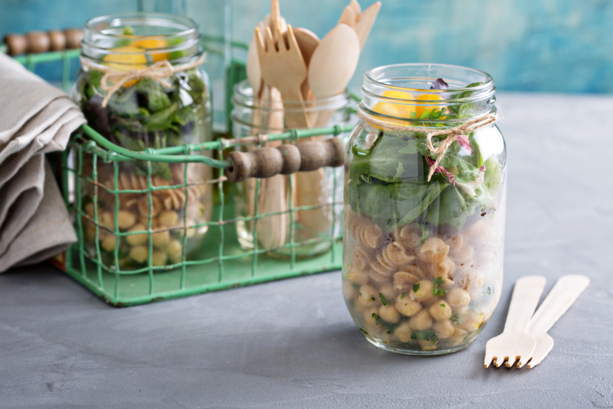 Easy mason jar meals to make for lunch.