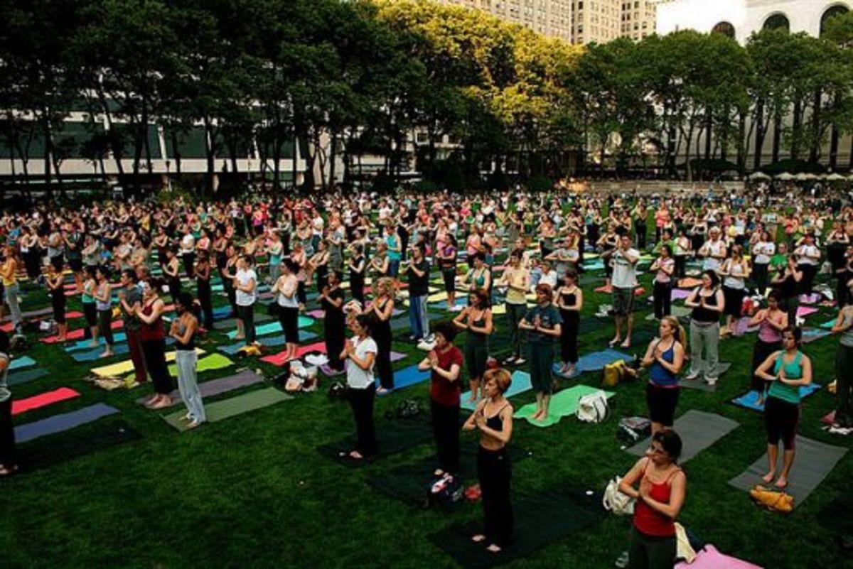 yoga-roundup-ccflcr-lululemon