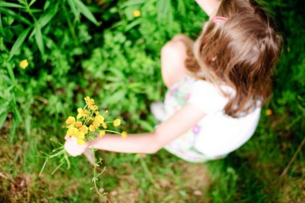girlwithflowers-ccflcr-mamaloco