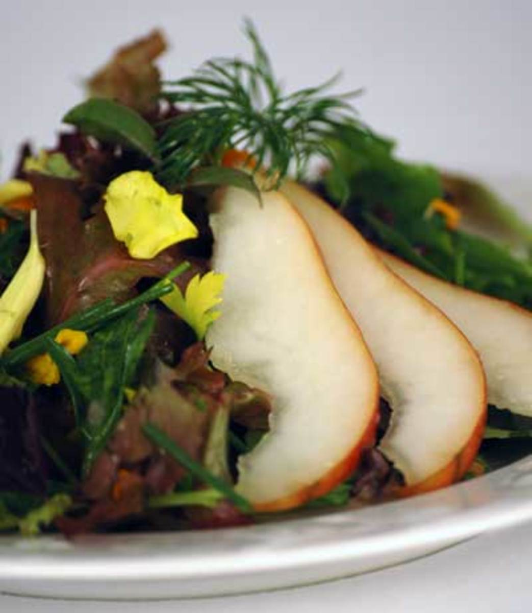 Winter-Organic-Salad-with-Pears