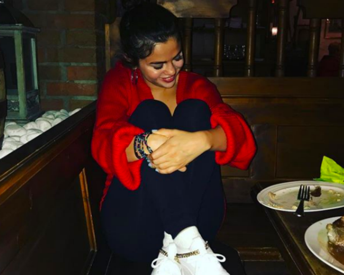 Selena Gomez Walks Wearing Ankle Weights - Should You Do It Too?