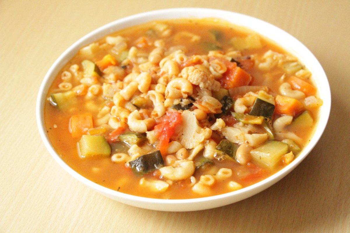 Delicious and easy vegetarian minestrone soup recipe for Easy tasty soup recipes