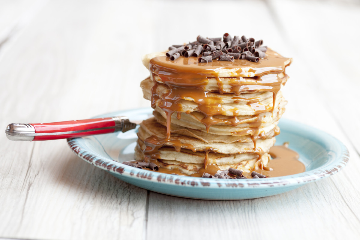 Pancake with caramel and chocolate shavings