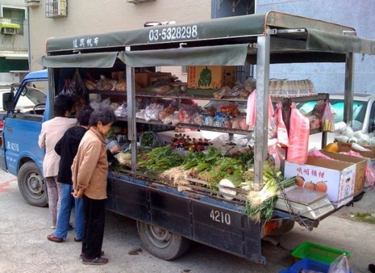 Mobile produce truck