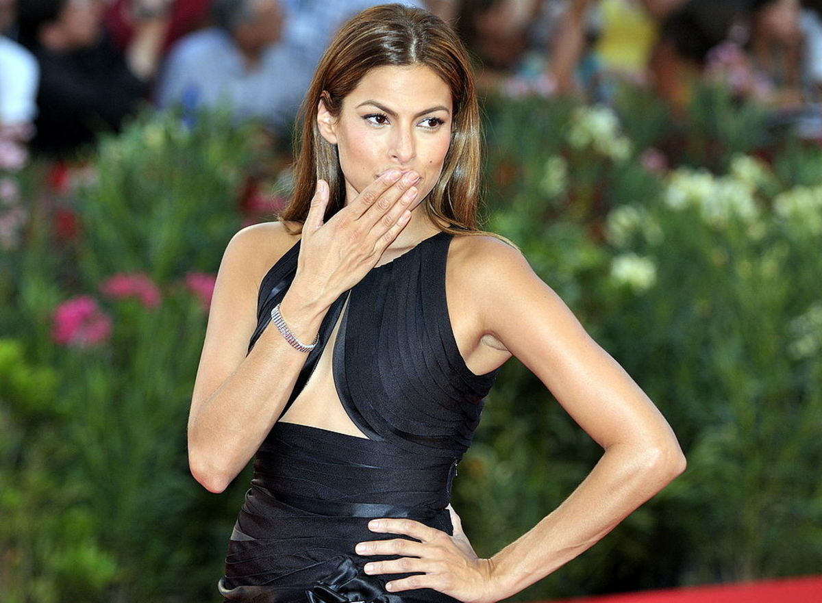 Health Experts Weigh In on Eva Mendes's Near-Identical Daily Diet