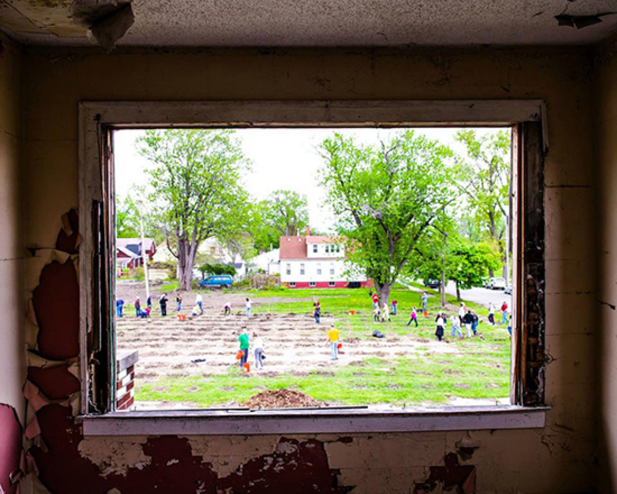 Detroit urban farm fights blight