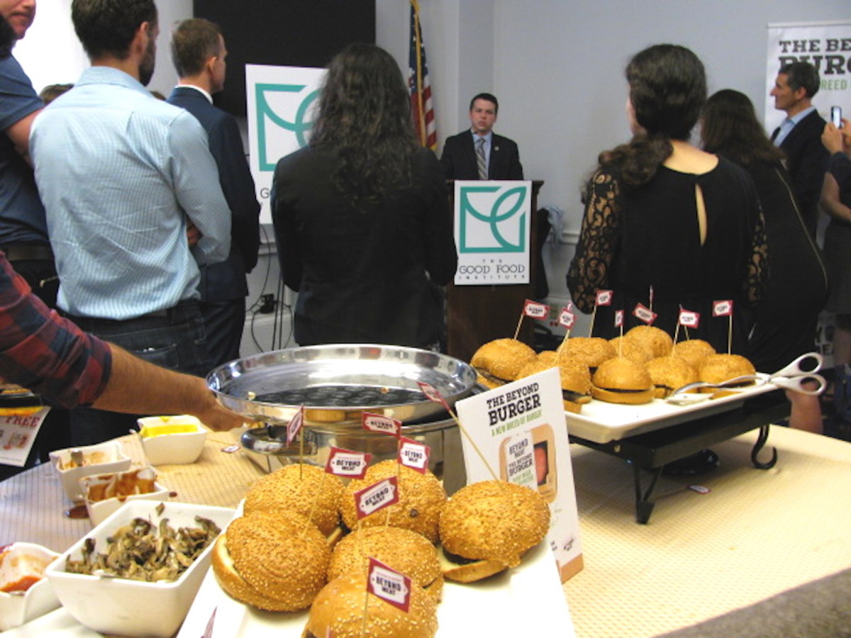 Washington Goes 'Beyond' the Aisle with Vegan Burger Tasting