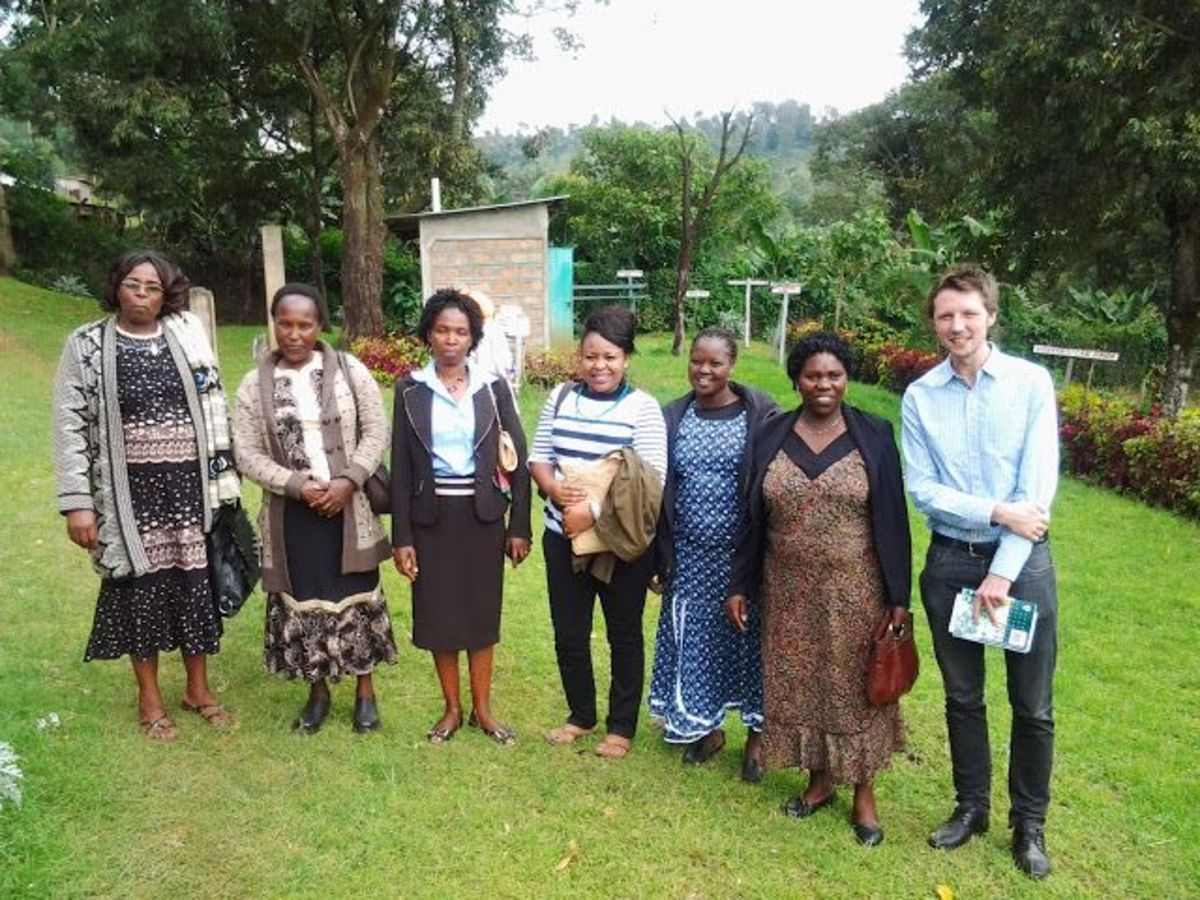 David Finlay with women members of Kabngetuny cooperative