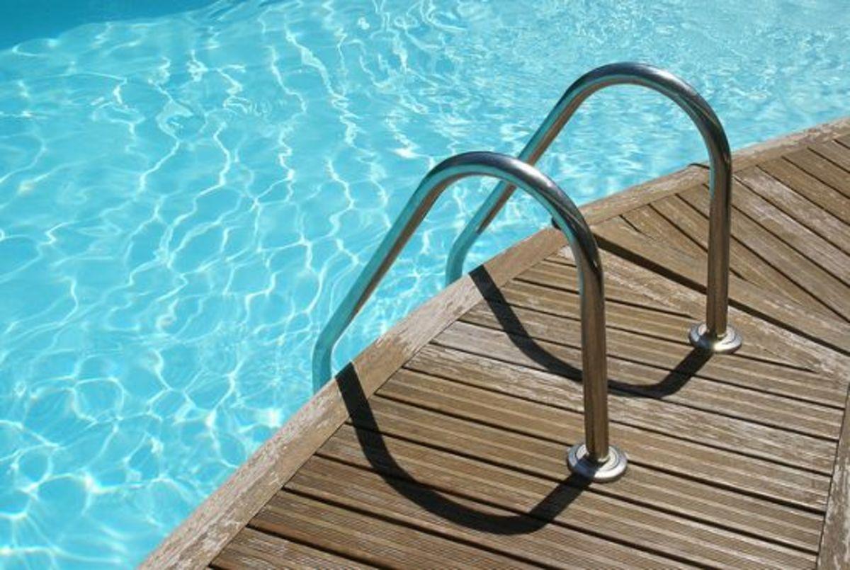 swimming-pool-ccflcr-freefotouk