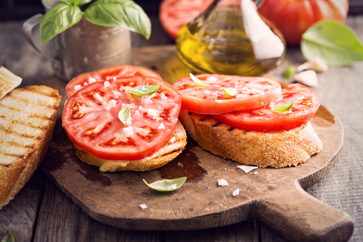 Fancy toast can taste fresh when you add tomatoes and basil.