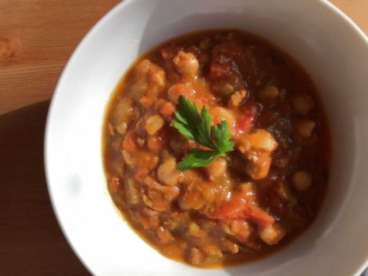 Warm and Healthy Chili Recipe with Grass-Fed Beef, Chickpea, and ...