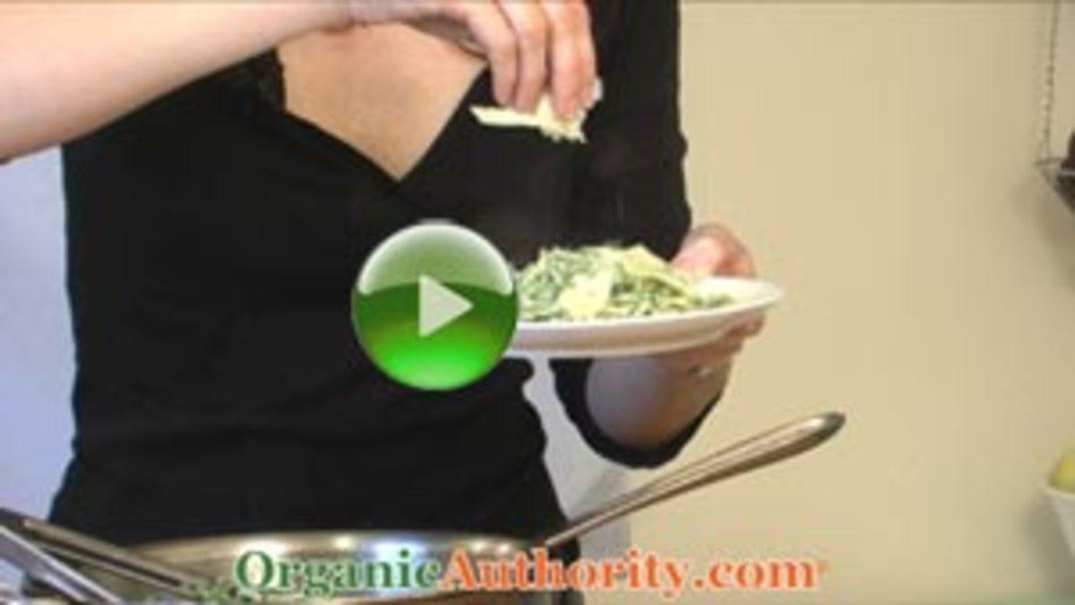 Fresh-Organic-Pesto-with-Pasta-play3