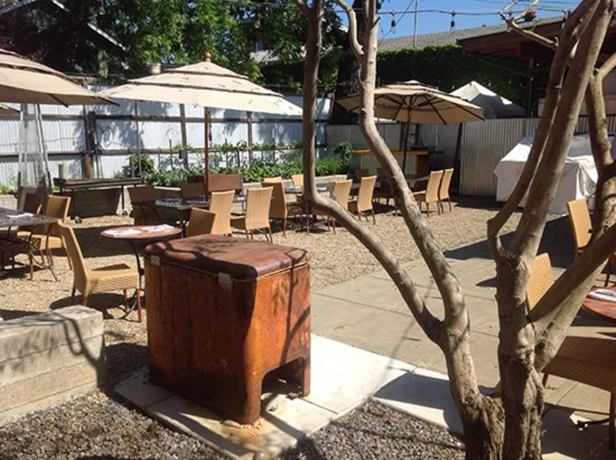 A picture of the outdoor patio at Mateo's Cocina Latina