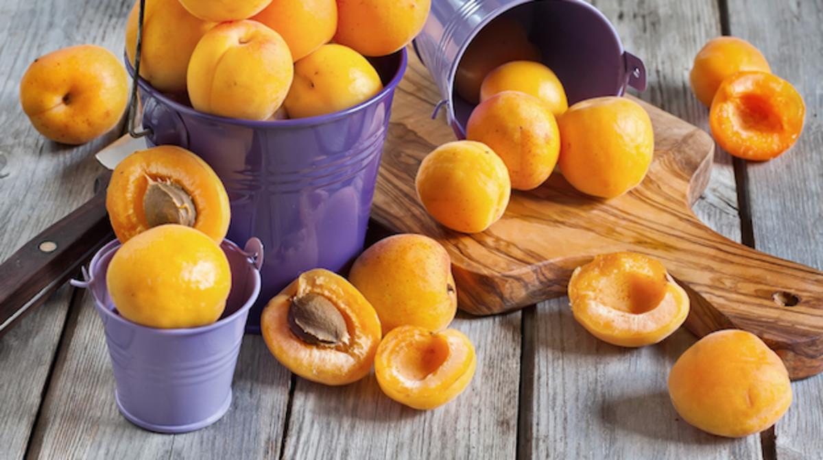 Summer vegan recipes, apricots