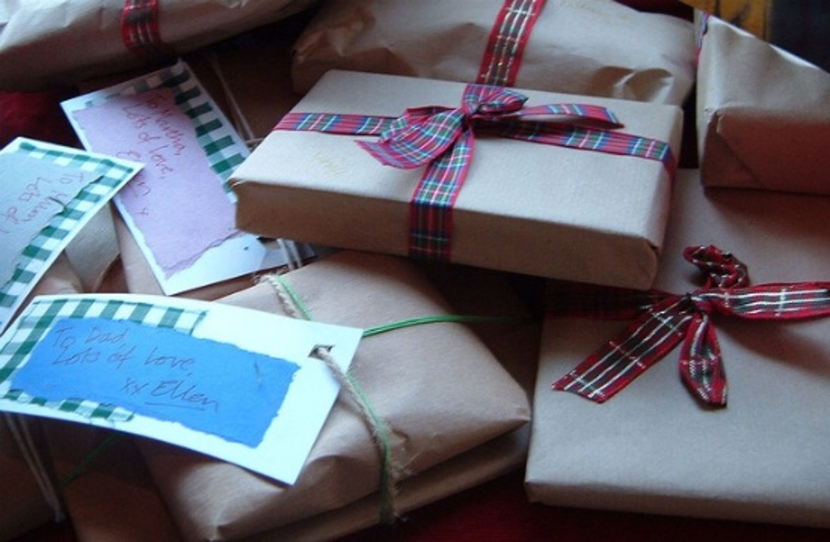 13 Clever Ways to Save Money on Christmas Gifts This Year - Organic ...