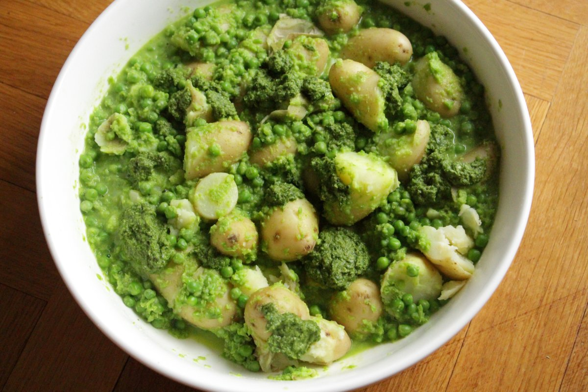 potato salad with peas and mint