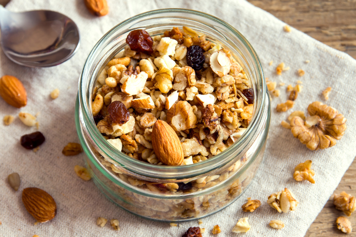 Muesli Recipe with Cranberries, Currents, and Apples