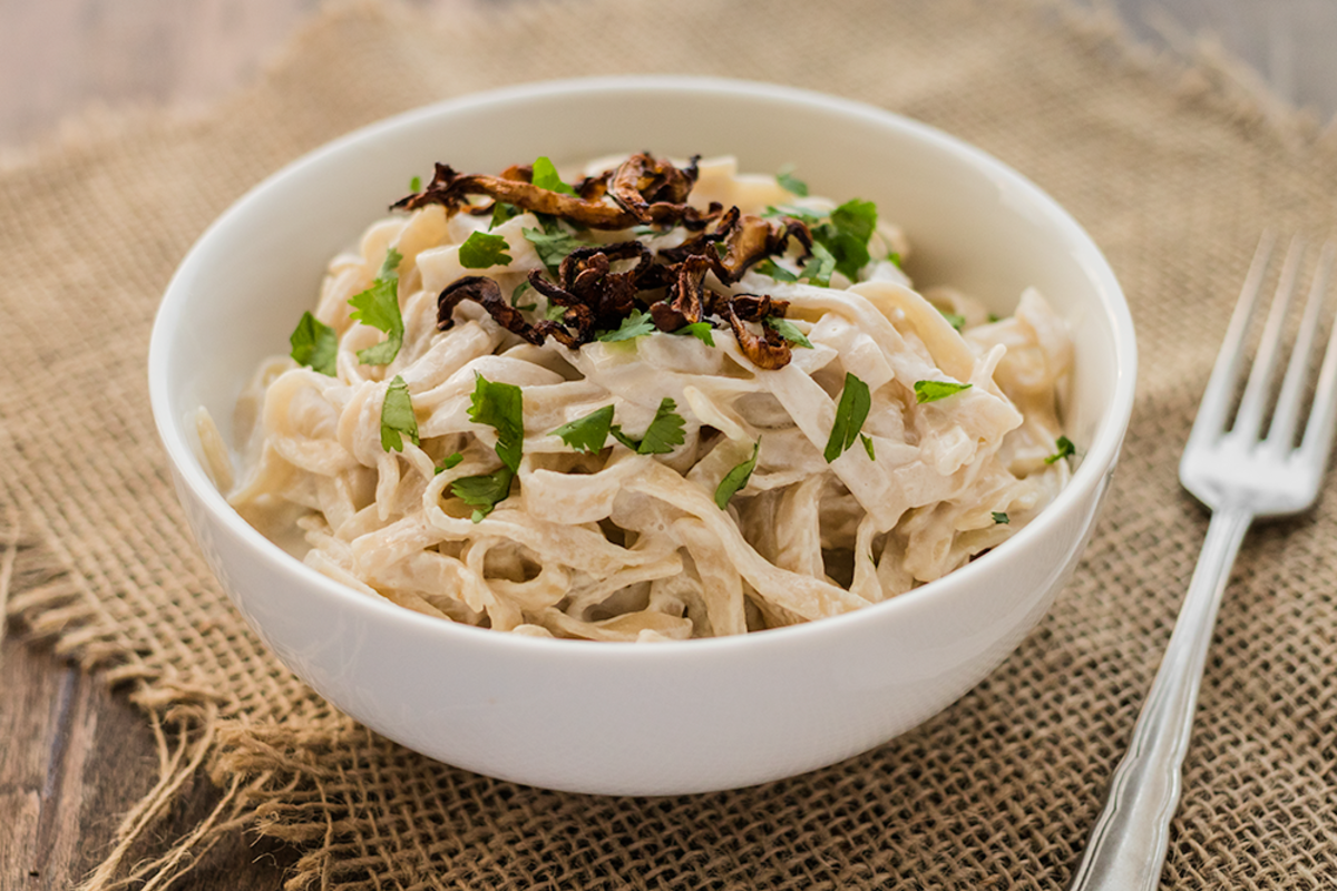 Creamy vegan pasta carbonara recipe with crispy shiitake bacon