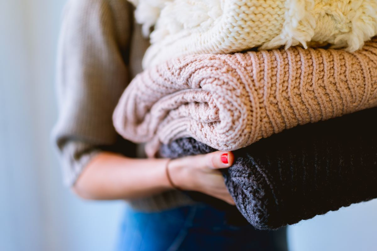 7 Cozy Sustainable Throw Blankets