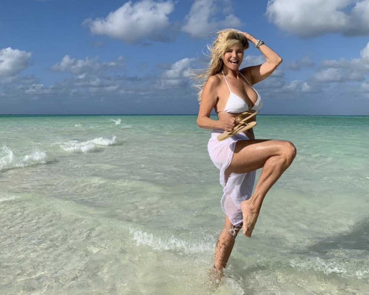 How Christie Brinkley Still Looks Amazing at 64