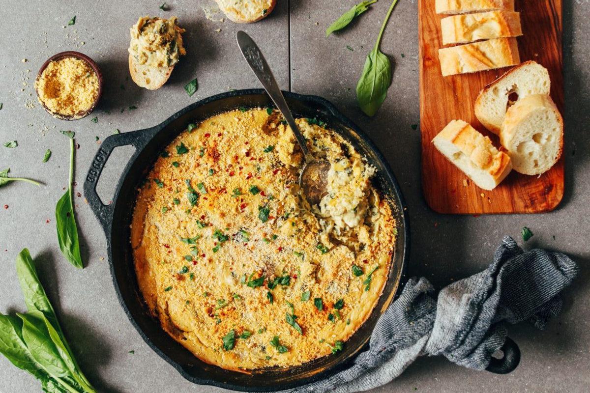 CREAMY-Dreamy-Vegan-GF-Spinach-and-Artichoke-DIp-Cheesy-10-ingredients-SO-satisfying-vegan-glutenfree-appetizer-artichoke-dip-recipe-minimalistbaker-4-768x1152