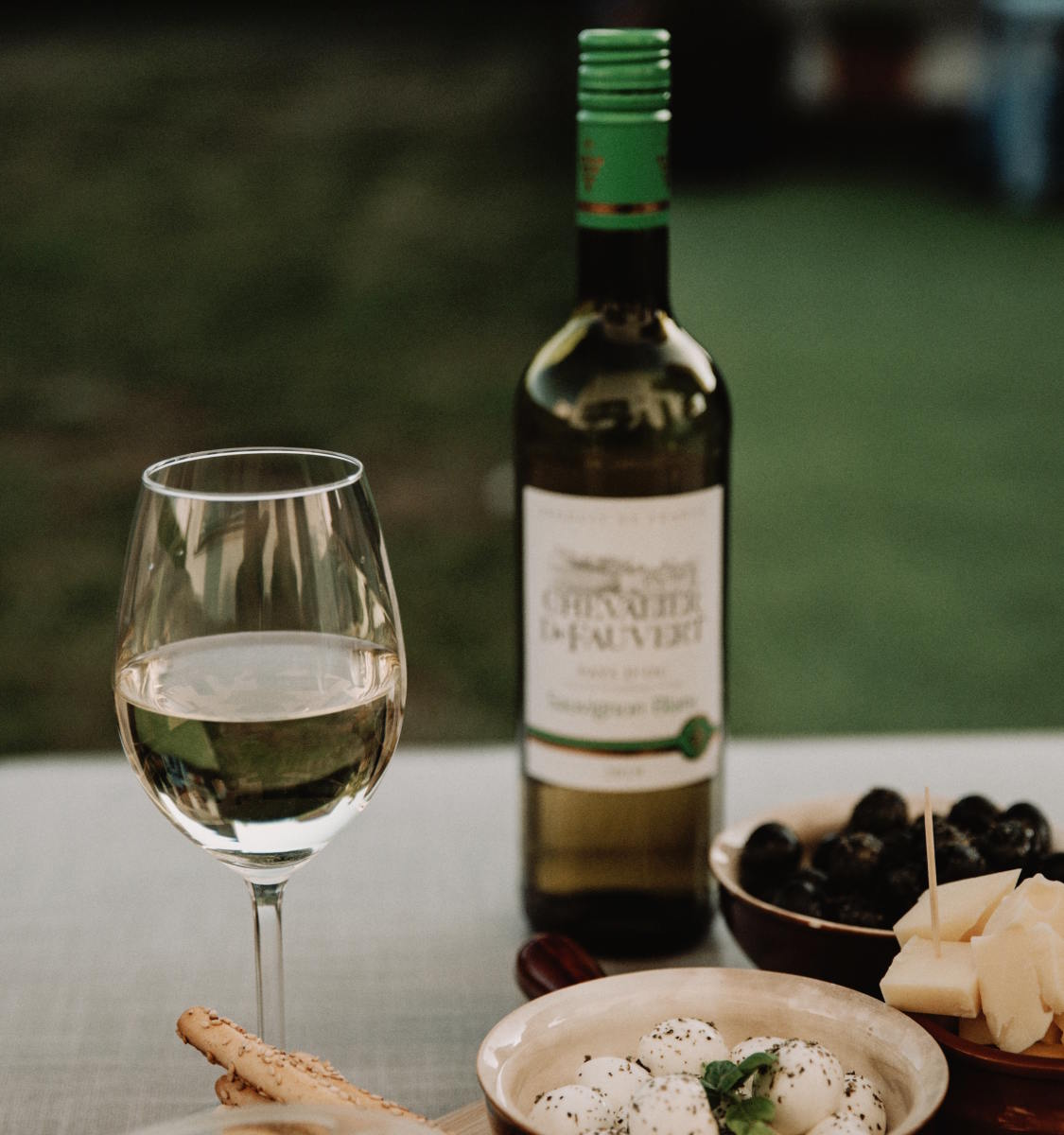 Whether you prefer crisp mineral flavors or rich, buttery oak, these are the best organic white wines.