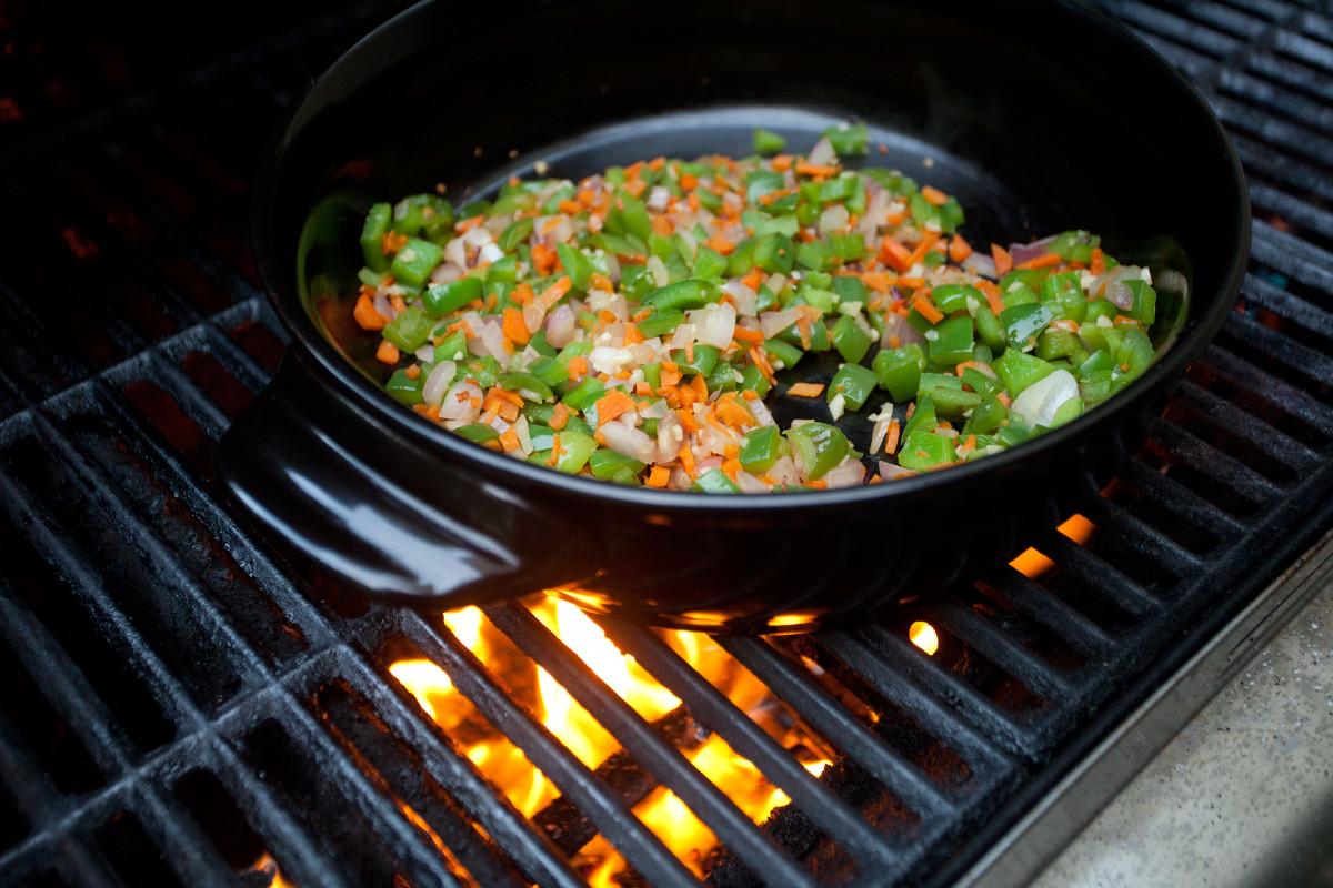 Xtrema versa skillet on grill